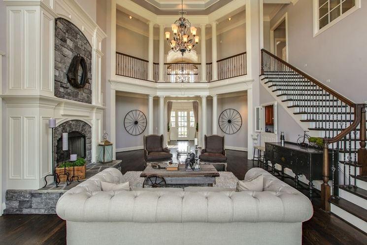 Un salotto esclusivo con un arredamento di lusso
