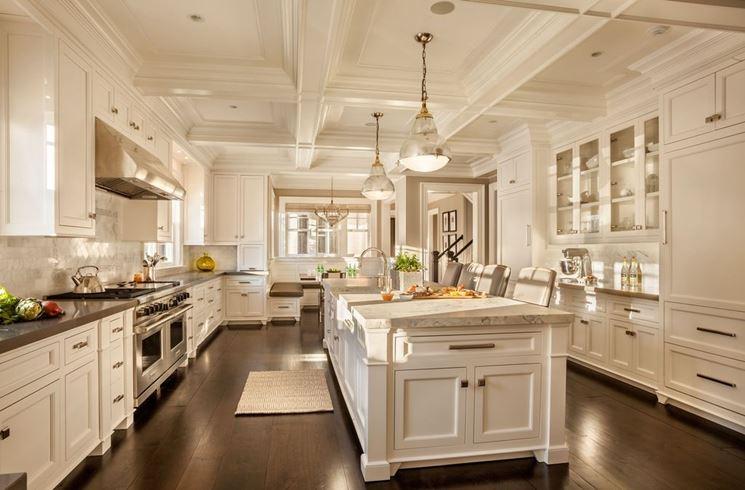 Una cucina di lusso, arredata in stile classico