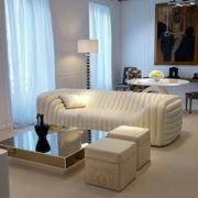 Soggiorno con divano e poltrone