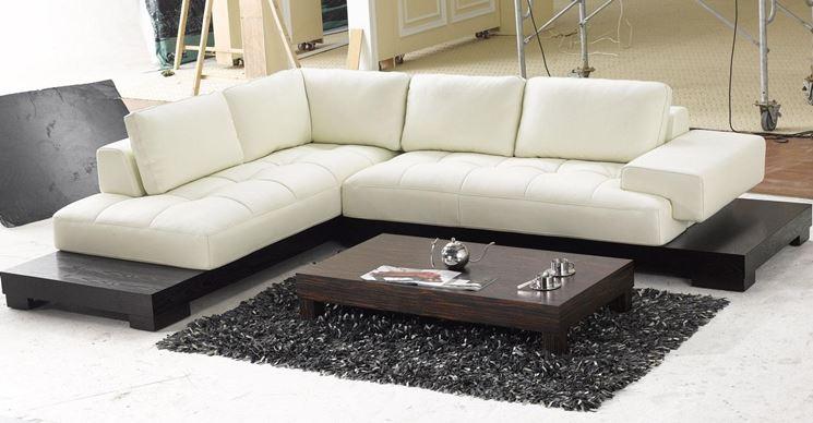 Elegante divano bianco