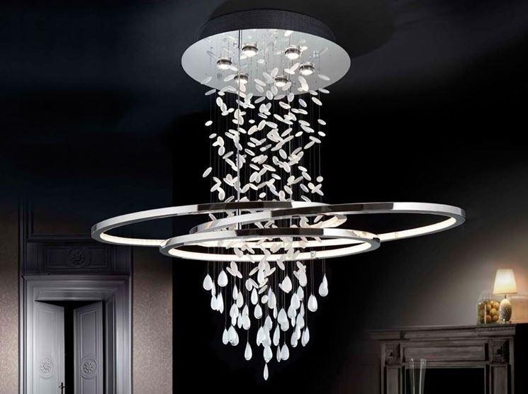 Lampadario moderno lampade lampadari consigli per for Mercatone uno lampadari ventilatori