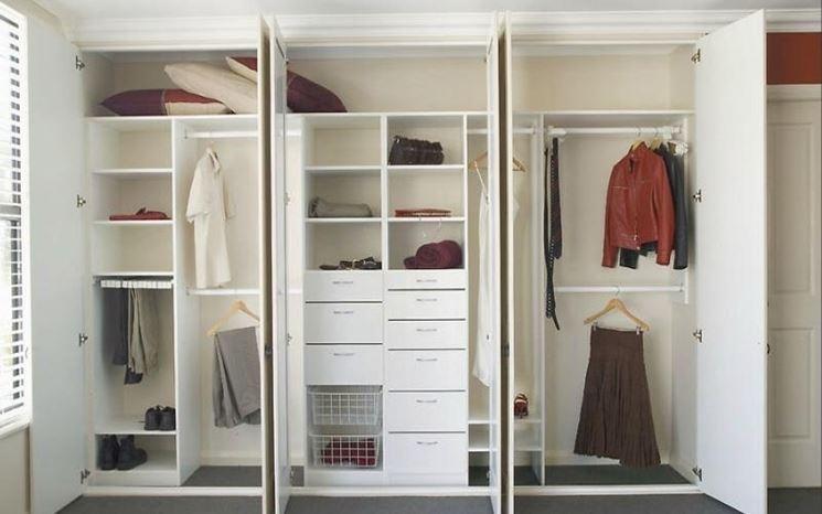 Organizzazione di un armadio a muro