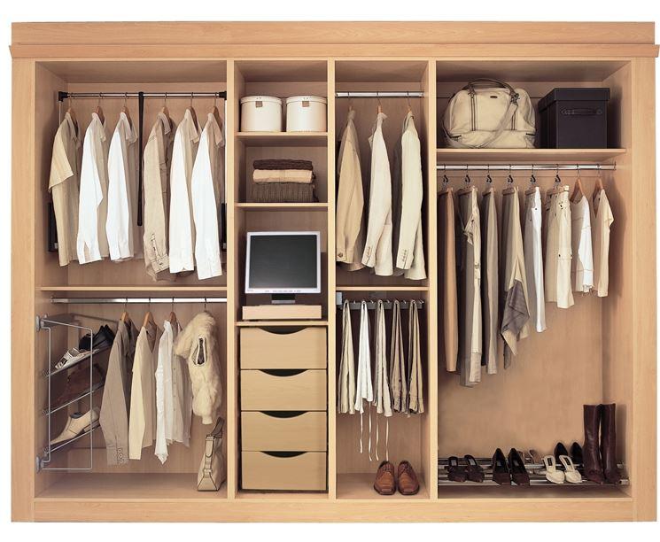 Gli armadi mobili casa tipologie e consigli per l 39 armadio - Bagno purificatore ...