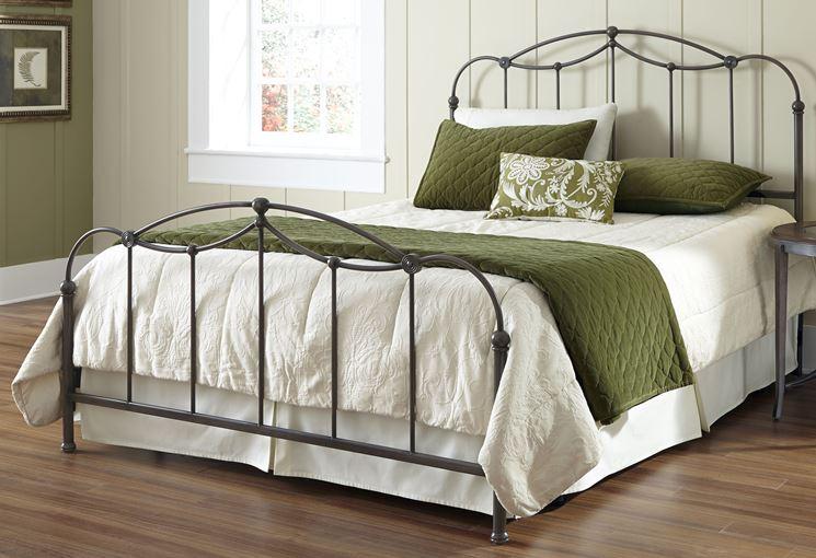 Esempio di letto in ferro