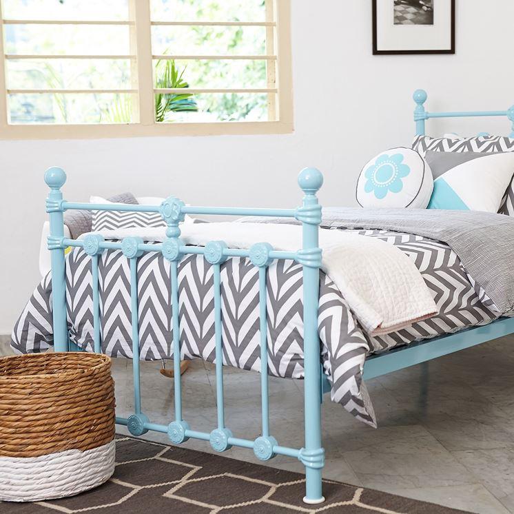 letto in ferro battuto colorato