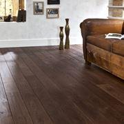 Pavimento con assi in legno