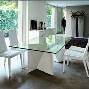 Tavolo in stile moderno