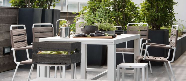 Tavoli da esterno tavoli e sedie for Svendita mobili da giardino