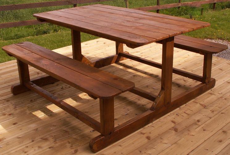 Tavolo da giardino verniciato