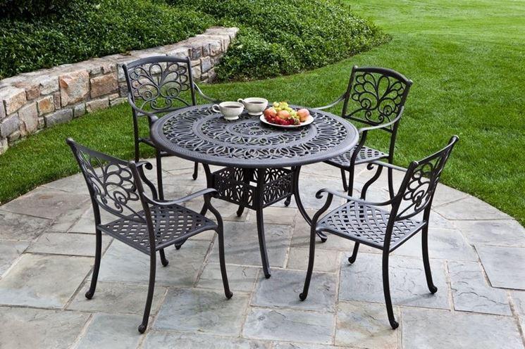 Tavoli da giardino tavoli e sedie consigli per i for Tavoli e sedie in ferro battuto da giardino prezzi