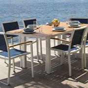 Tavolo in resina da esterno