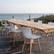 Modello particolare di tavolo in legno grezzo