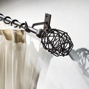 Reggitenda moderno con bastone in metallo