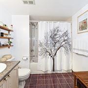 Tenda doccia con albero