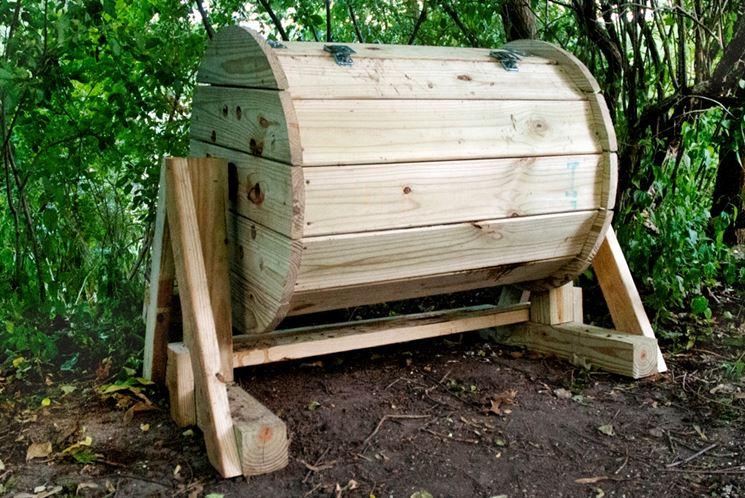 Composter fai da te attrezzi giardino realizzare un for Costruire compostiera