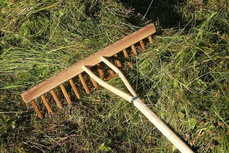 Rastrello con pettine in legno