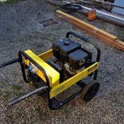 Un generatore di corrente a scoppio