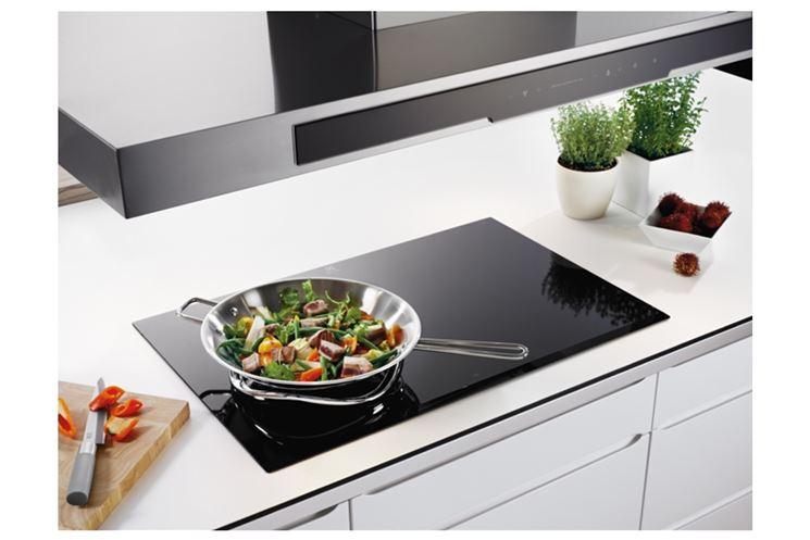 Cucina con piano cottura elettrico