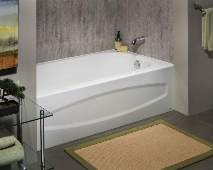 Sovrapposizione vasca da bagno arredo bagno - Pulire vasca da bagno ...