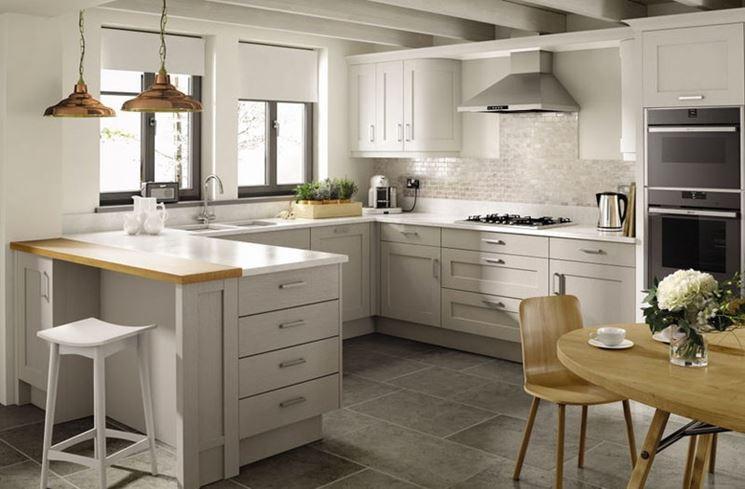 Una cucina con penisola brillante!