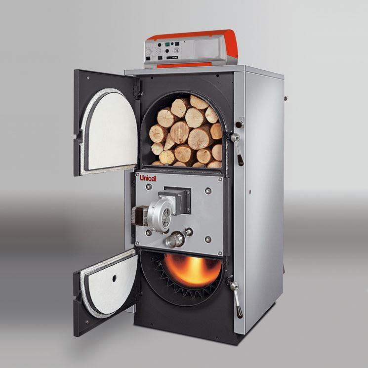 Un modello di caldaia a legna a fiamma inversa