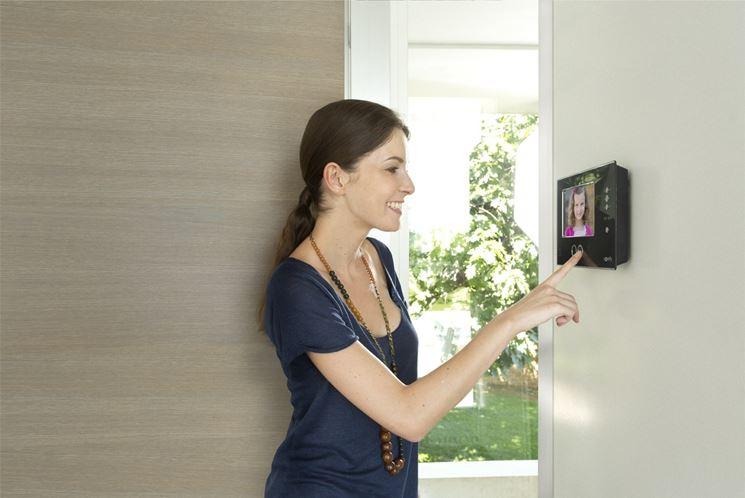 Moderno videocitofono a muro