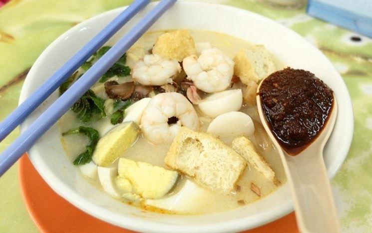 le bacchette cinesi e una zuppa