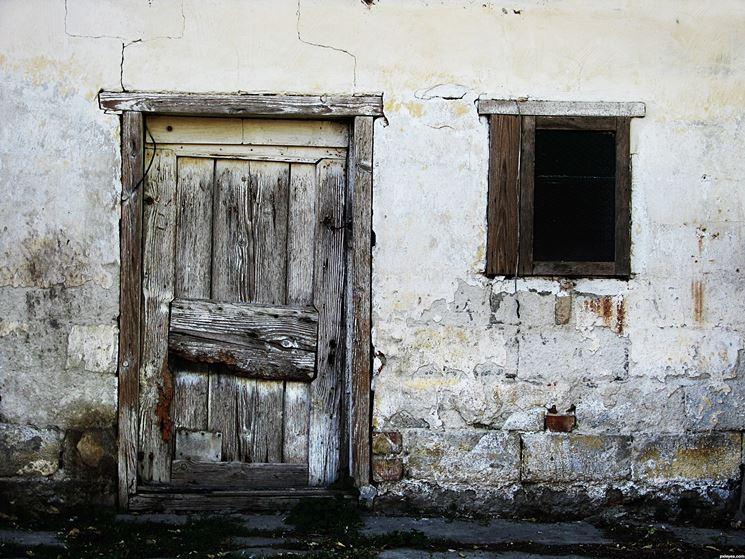 Ristrutturazione di porte e infissi
