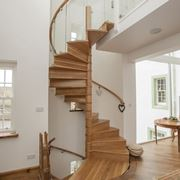 Scala elicoidale in legno moderna