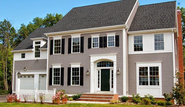 Casa con porta in PVC