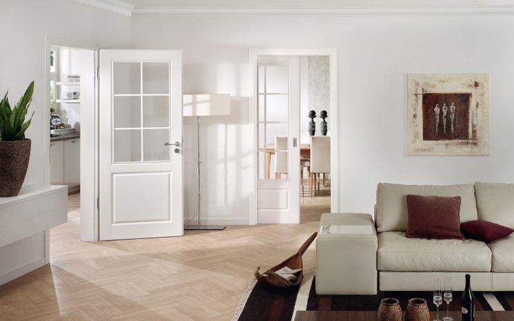 Porte in legno verniciate in bianco