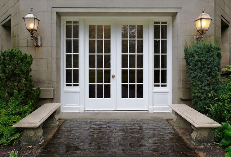 Porta da esterno con vetri