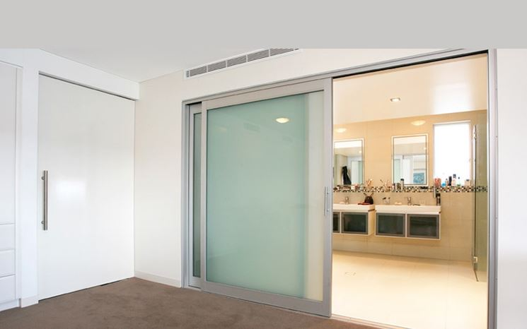 Porte scorrevoli in vetro serramenti modelli porta - Porta scorrevole vetro offerta ...
