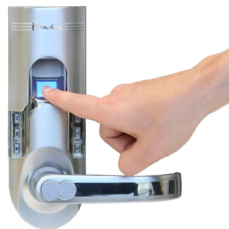 Serratura elettrica con rilevatore impronte