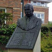 Busto Ebenezer Howard