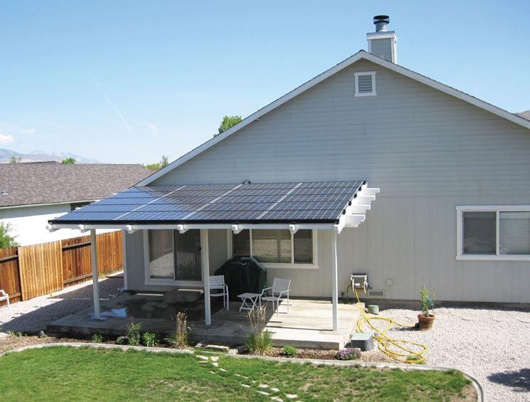 Pannelli solari su tettoia