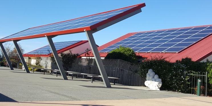 Tetto con panelli fotovoltaici