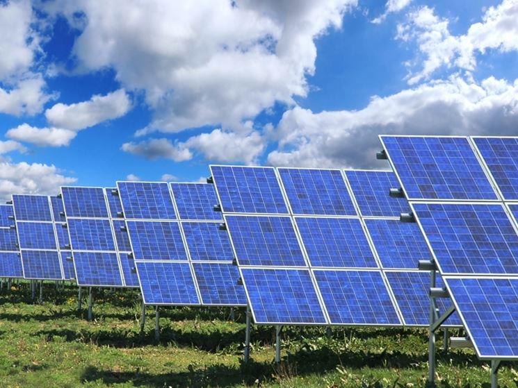 Pannelli fotovoltaici all'aperto
