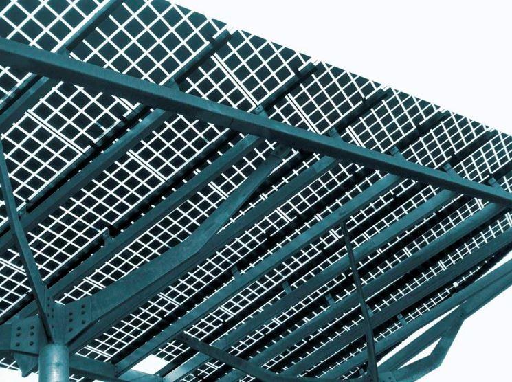 Pensilina con fotovoltaico integrato