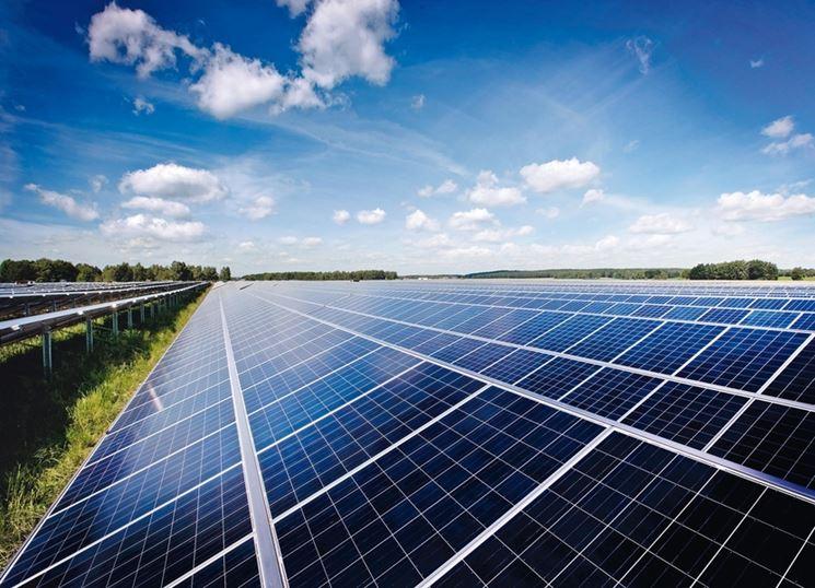 Distesa di pannelli fotovoltaici
