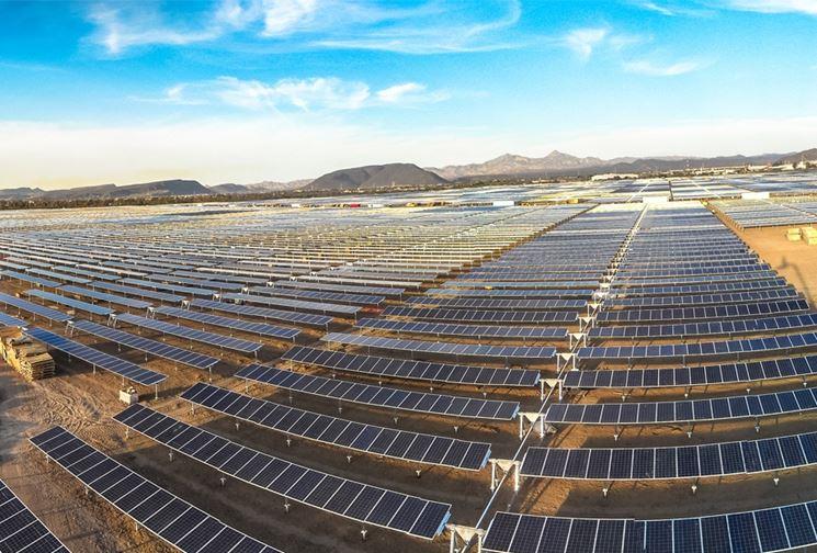 Impianto fotovoltaico esposto ai raggi solari