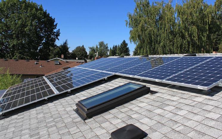 pannell fotovoltaico sul tetto di un edificio