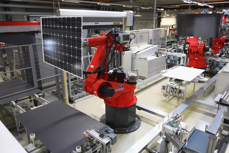 Produzione robotizzata dei pannelli fotovoltaici