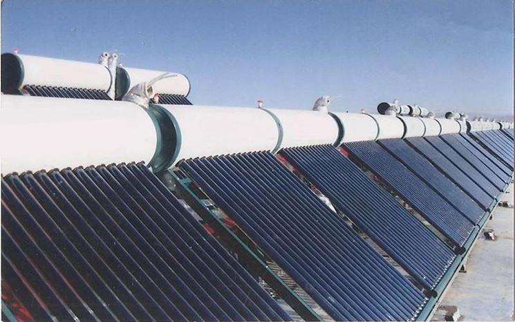 Pannello solare termico con serbatoio