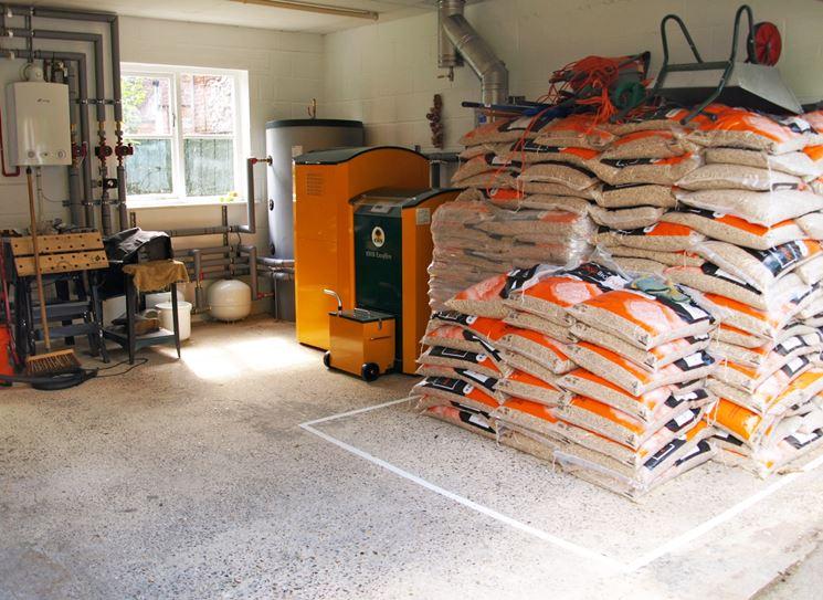 Caldaia a biomasse con stoccaggio del combustibile