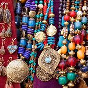 gioielli etnici colorati