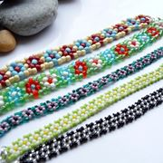 Braccialetti in perline plastica colorate