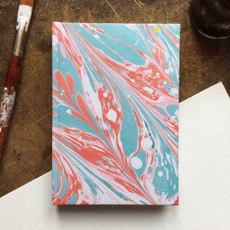 Fabbricare carta marmorizzata