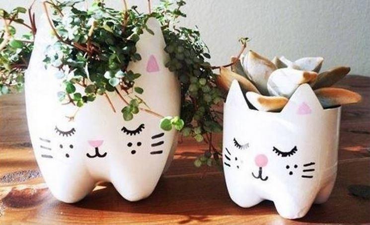 vasi con bottiglie di plastica