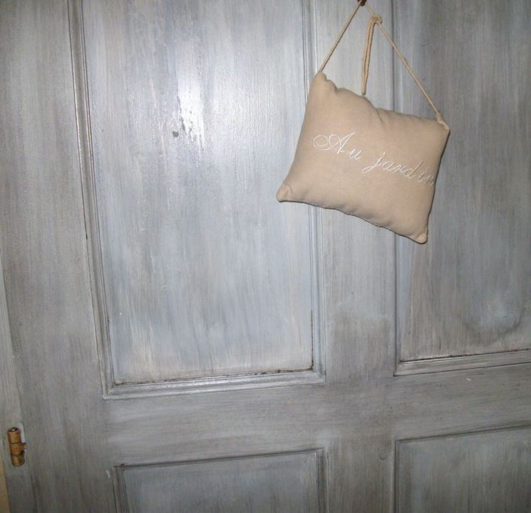 Porta decorata in stile shabby chic
